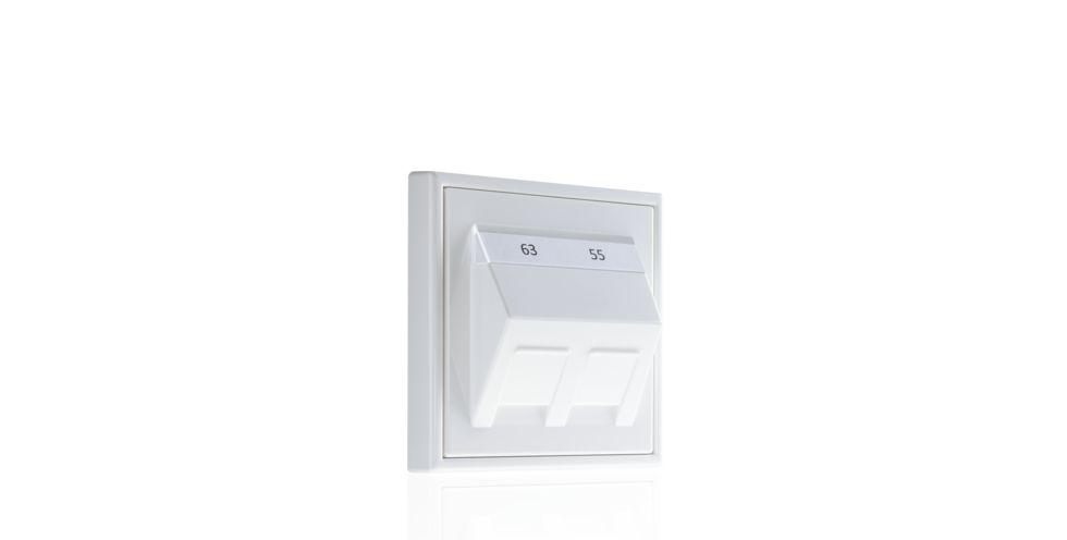 Montageadapter,  Neuer Montageadapter mit 30°-Auslass Die neuen Jung Montageadapter für Modular-Jack-Steckverbinder verschiedener Hersteller sind mit ihrem 30°-Auslass besonders für den Schutz des Leitungsgutes und des empfindlichen Steckers geeignet.