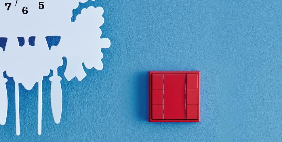 mut zur farbe lichtschalter in den farbt nen von le corbusier elektriker und elektromeister. Black Bedroom Furniture Sets. Home Design Ideas